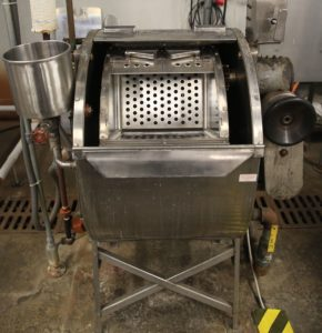 Burlington Hosiery Machine – Garment dyeing vessel with four compartments; runs max. 12 kilos of material